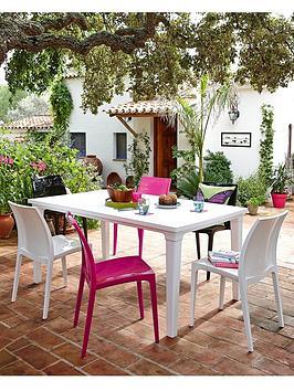 futura-outdoor-dining-table