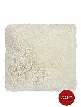 catherine-lansfield-cuddly-cushion-cream