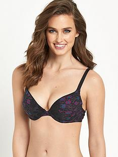 wonderbra-crazy-dressing-room-push-up-bra