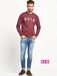 goodsouls-burgundy-raglan-sleeve-logo-applique-sweatshirt