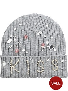 girls-kissed-jewelled-hat