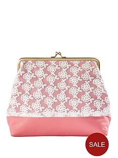 vintage-chic-cosmetics-bag