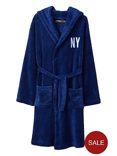 demo-boys-graphic-supersoft-robe