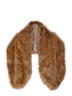 oversized-faux-fur-collar
