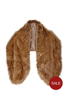 oversized-faux-fur-collar