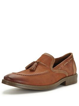 clarks-garren-style-tassle-loafer