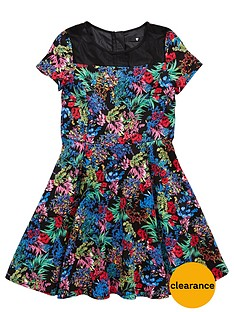 http://media.very.co.uk/i/very/6RLEQ_SQ1_0000000595_BLACK_FLORAL_SLf/v-by-very-girls-cap-sleeve-mesh-panel-dress.jpg?$234x312_standard$&$roundel_very$&p1_img=very_clearance_roundel