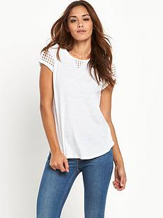 levis-white-top