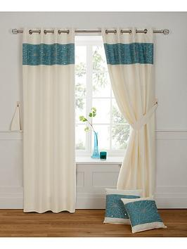 victoria-eyelet-window-in-a-bag