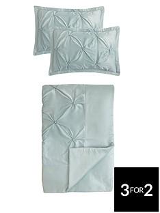 boston-bedspread-throw-and-pillow-shams