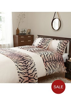 http://media.very.co.uk/i/very/6VKC6_SQ1_0000000304_WHITE_RED_RSr/animal-print-bed-in-a-bag-whitered.jpg?$234x312_standard$&$roundel_very$&p1_img=sale_roundel