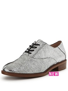 clarks-taylor-beauty-leather-brogue-shoe