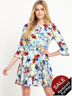 v-by-very-printed-fluted-sleeve-dress