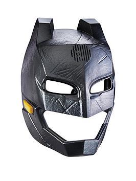 batman-vs-superman-batman-voice-changer-helmet