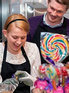 virgin-experience-days-lollipop-candy-flower-or-confectionery-making-masterclass-at-spun-candy