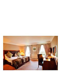 virgin-experience-days-two-night-cotswolds-break-for-two-at-hatton-court-hotel