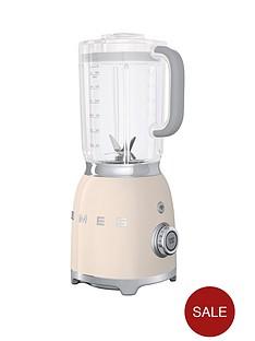 smeg-blf01-blender-cream