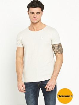 hilfiger-denim-small-flag-crew-t-shirt