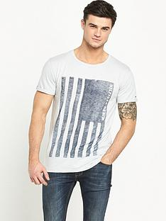 hilfiger-denim-flag-graphic-t-shirt