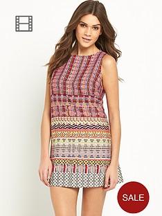 glamorous-sleeveless-shift-dress