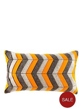 graphic-broken-line-cushion