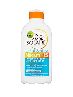 ambre-solaire-light-and-silky-spf15