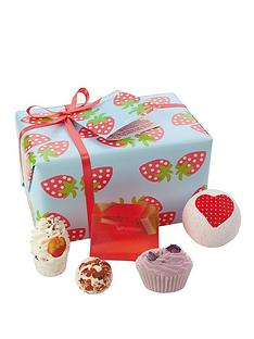 bomb-cosmetics-bath-bomb-strawberry-patch-gift-set