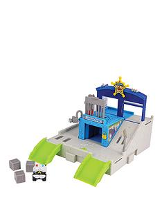 trash-pack-wheels-junk-jail-playset