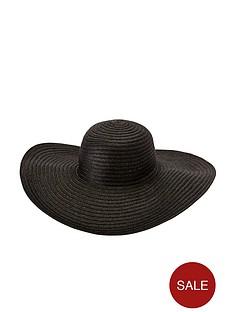 straw-floppy-hat