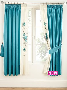 rose-lined-curtains