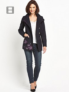 joe-browns-striking-coat