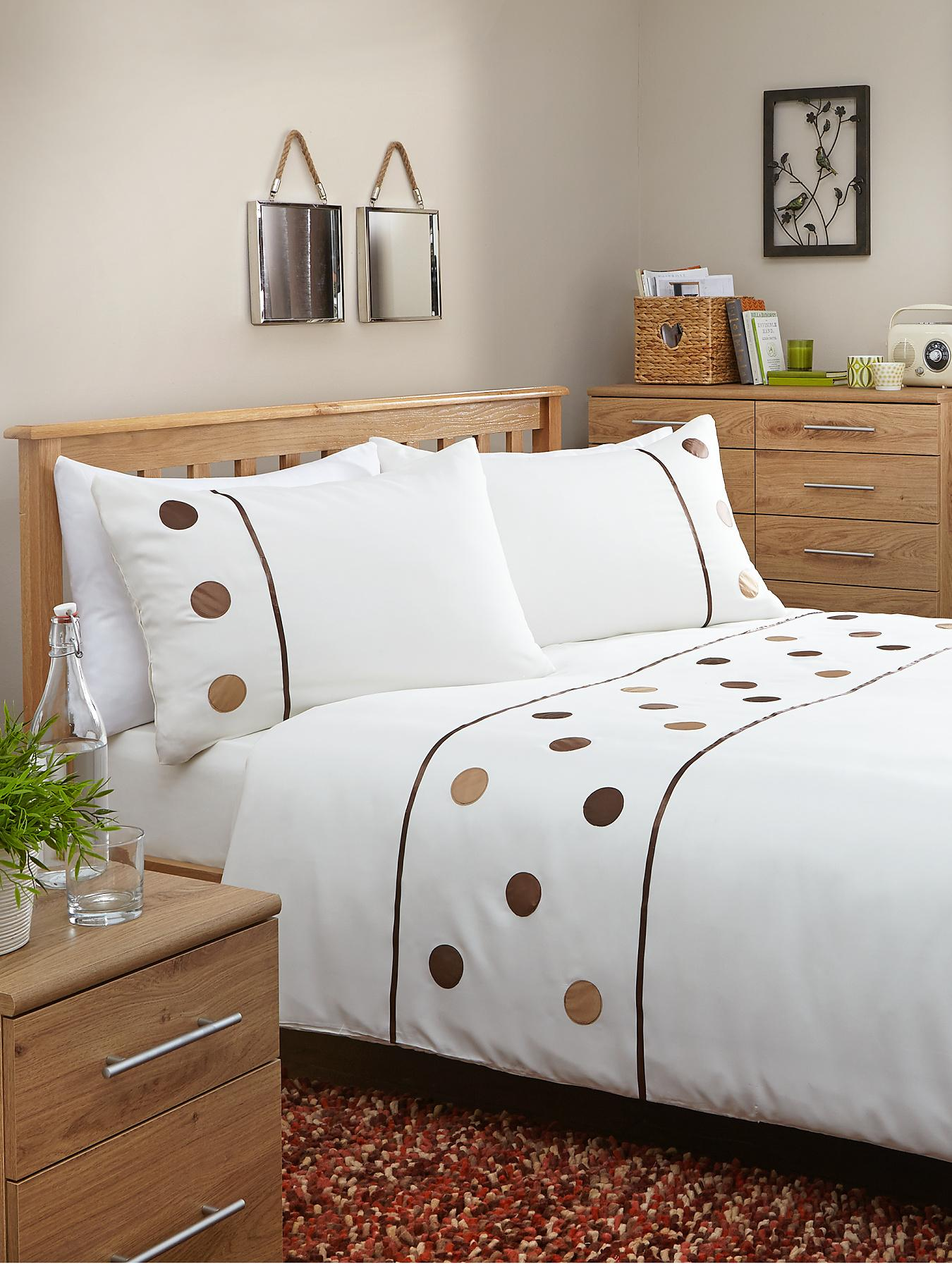 Applique Circles Duvet Cover Set with FREE Fitted Sheet