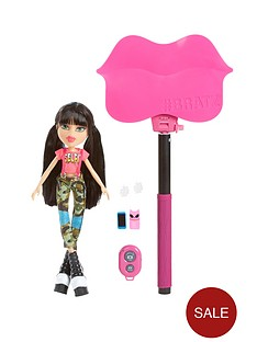 bratz-selfie-stick-with-doll-jade