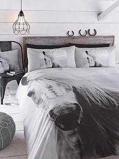 beautiful-horse-cushion-white