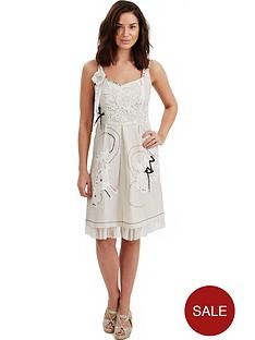 joe-browns-distinctive-dress