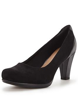 clarks-chorus-chic-court-shoe