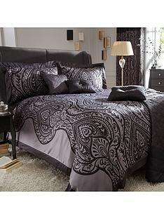laurence-llewelyn-bowen-jacquard-duvet-set-black