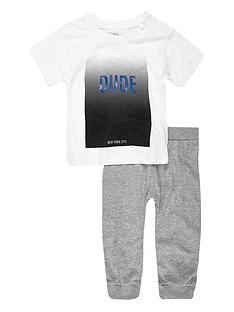 river-island-mini-boys-slogan-t-shirt-and-joggers-outfit