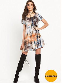 glamorous-printed-short-sleeve-swing-dress