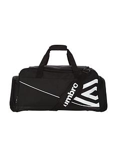 umbro-medium-holdall