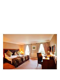 virgin-experience-days-one-night-cotswolds-break-for-two-at-hatton-court-hotel