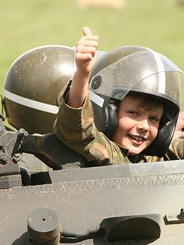 virgin-experience-days-dads-and-lads-tank-driving-experience-innbsplutterworthnbspleicestershire