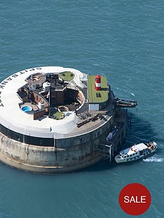virgin-experience-days-ultimate-luxurious-one-night-stay-for-two-at-spitbank-fort