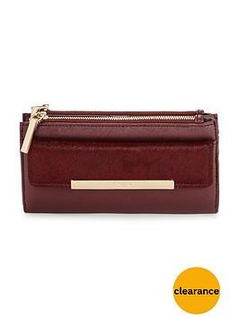 dune-texture-detail-purse-berry