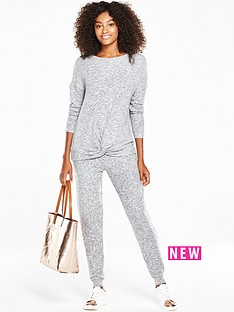 v-by-very-twist-knot-cosy-jumper