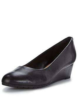 clarks-vendra-bloom-low-wedge-shoe-black
