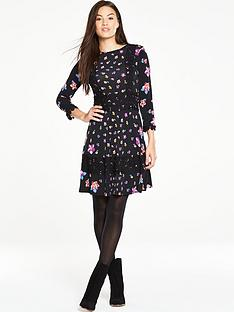 v-by-very-crochet-trim-printed-jersey-dress