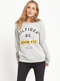 hilfiger-denim-graphic-sweat-top-light-grey-heather