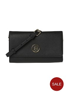 tommy-hilfiger-chain-mini-crossbody
