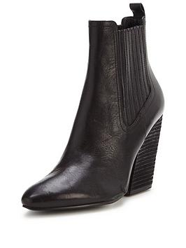 kendall-kylie-nancy-cordoab-chelsea-heeled-ankle